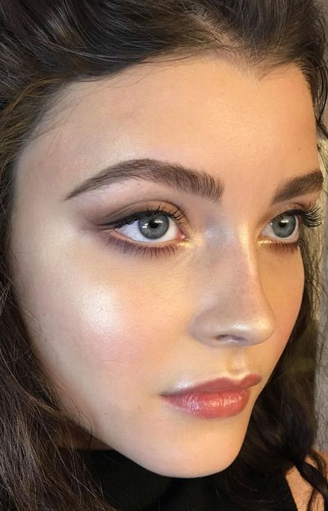 Check out these beautiful inspiration for make up for Spring 2018.